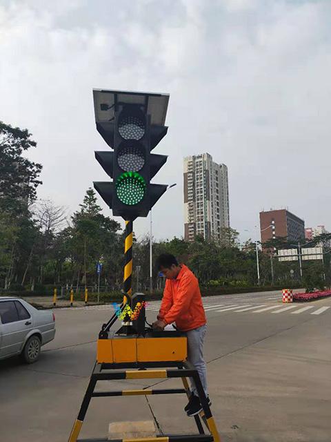四面三灯移动红绿灯